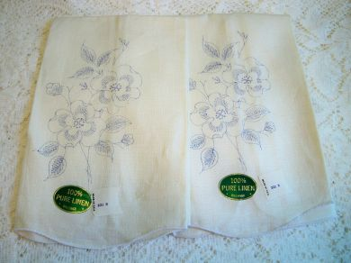 Vintage Linen Floral Pansy Towel Pair for Embroidery Needlework Mint with Tags